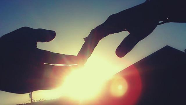 Đừng cố níu kéo, hãy buông tay khi tình yêu đã nguội tàn - Ảnh 1
