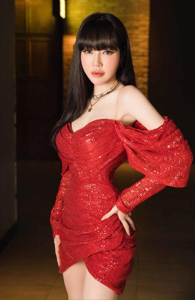 Khó nhận ra Hồng Diễm khi lên đồ sexy đi đu đưa, chẳng ngại đọ dáng nóng bỏng với eo 55cm của Elly Trần - Ảnh 5.