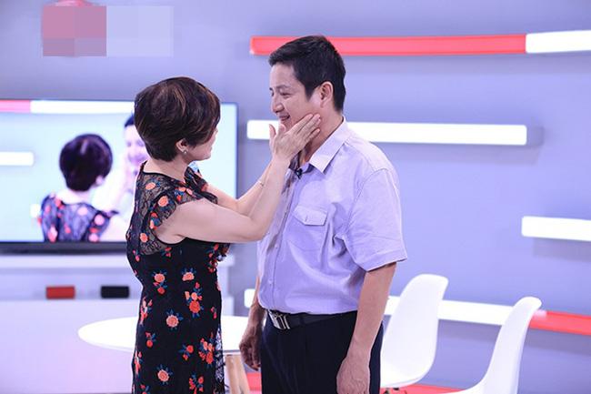 Trước khi ly hôn, Chí Trung - Ngọc Huyền từng tình cảm trên sóng truyền hình khiến Việt Hương, Đại Nghĩa cũng ghen tị - Ảnh 2.