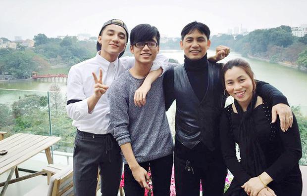 Chủ tịch Nguyễn Thanh Tùng đã về nhà, cùng em trai Việt Hoàng chuẩn bị cúng 30 Tết trước thời khắc Giao thừa - Ảnh 5.