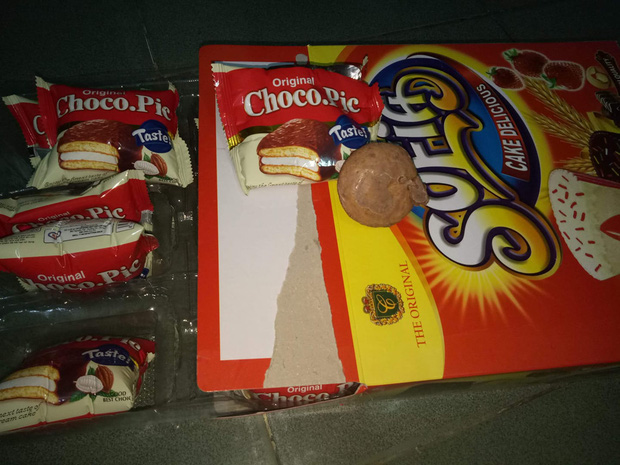 Hết Tết nhưng vẫn còn đó những cú lừa siêu to khổng lồ: Loạt hộp bánh fake bóc ra mà tức lắm luôn á! - Ảnh 11.