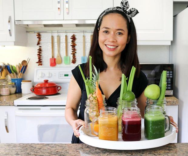 Chuyên gia tư vấn dinh dưỡng Emma Phạm gợi ý 4 công thức sinh tố cam giúp tăng sức đề kháng chống virus corona - Ảnh 1.