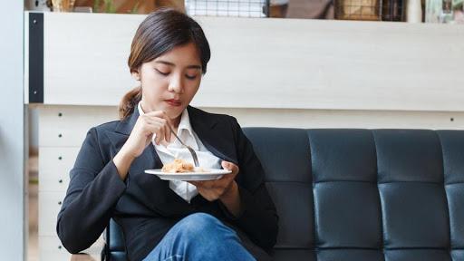 8 loại đồ ăn vặt ai cũng thèm khi buồn miệng nhưng lại chính là hung thủ kích thích tế bào ung thư phát triển cực nhanh - Ảnh 1.