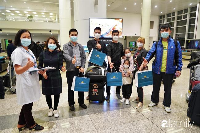 Cặp vợ chồng trẻ vừa trở về từ Thành Đô - Trung Quốc và nỗi lo sợ trong những ngày cách ly, tạm dừng công việc vô thời hạn - Ảnh 4.