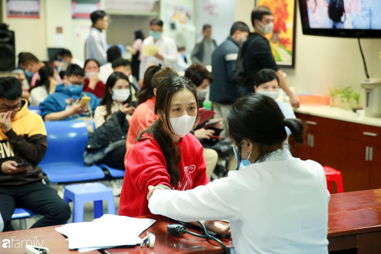"""Chàng trai """"Vũ Hán"""" đến bệnh viện tại Hà Nội tự nguyện hiến máu khiến nhiều người giật mình thảng thốt - Ảnh 5."""