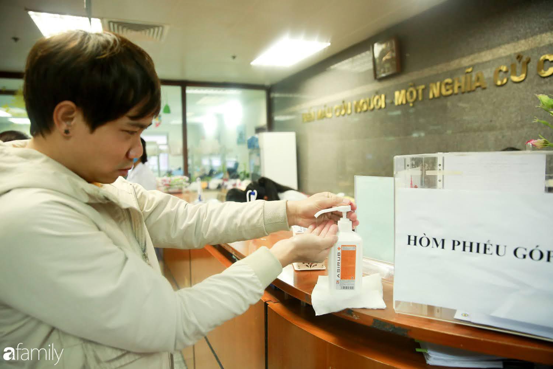 """Chàng trai """"Vũ Hán"""" đến bệnh viện tại Hà Nội tự nguyện hiến máu khiến nhiều người giật mình thảng thốt - Ảnh 8."""