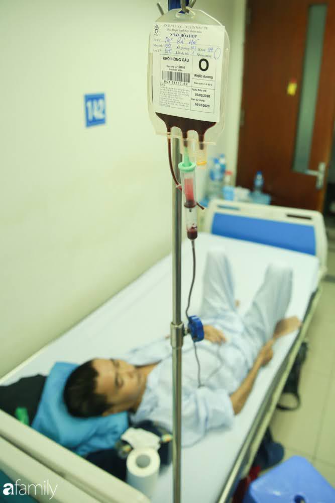 """Chàng trai """"Vũ Hán"""" đến bệnh viện tại Hà Nội tự nguyện hiến máu khiến nhiều người giật mình thảng thốt - Ảnh 12."""