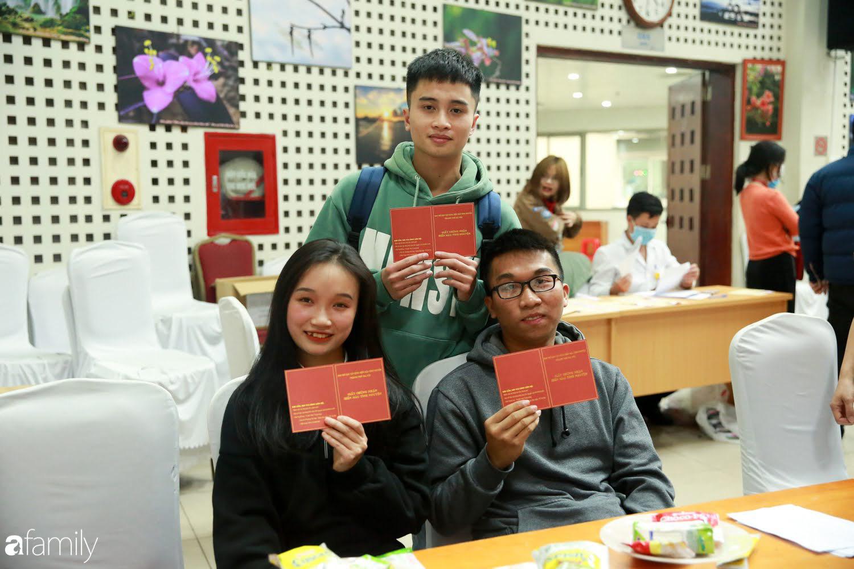 """Chàng trai """"Vũ Hán"""" đến bệnh viện tại Hà Nội tự nguyện hiến máu khiến nhiều người giật mình thảng thốt - Ảnh 13."""