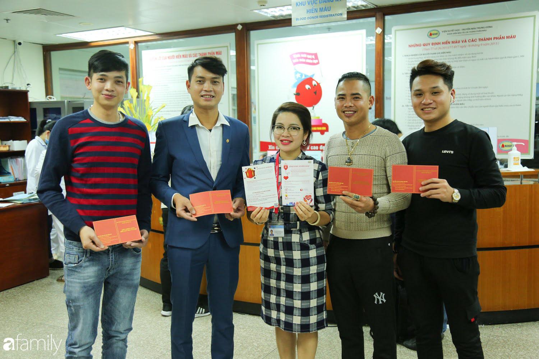 """Chàng trai """"Vũ Hán"""" đến bệnh viện tại Hà Nội tự nguyện hiến máu khiến nhiều người giật mình thảng thốt - Ảnh 17."""