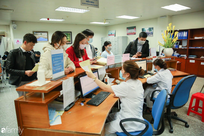 """Chàng trai """"Vũ Hán"""" đến bệnh viện tại Hà Nội tự nguyện hiến máu khiến nhiều người giật mình thảng thốt - Ảnh 7."""