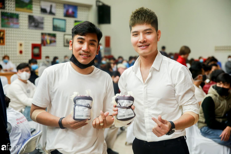 """Chàng trai """"Vũ Hán"""" đến bệnh viện tại Hà Nội tự nguyện hiến máu khiến nhiều người giật mình thảng thốt - Ảnh 16."""