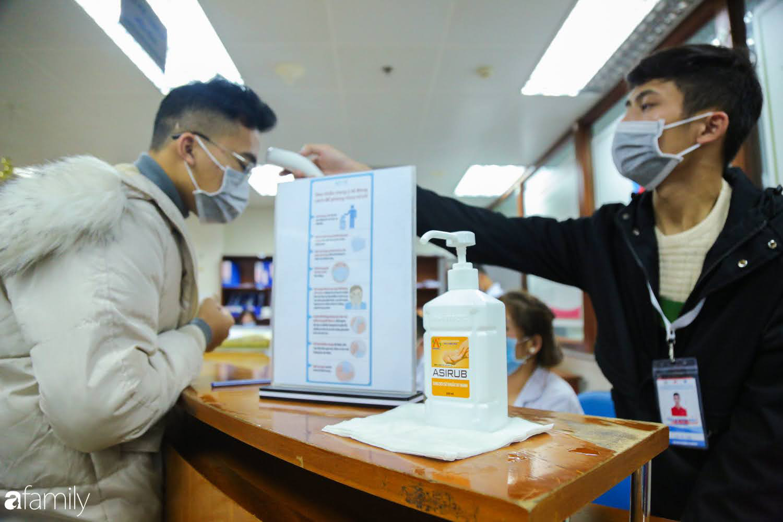 """Chàng trai """"Vũ Hán"""" đến bệnh viện tại Hà Nội tự nguyện hiến máu khiến nhiều người giật mình thảng thốt - Ảnh 2."""