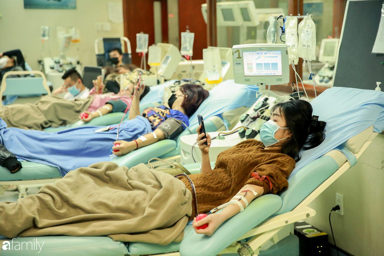 """Chàng trai """"Vũ Hán"""" đến bệnh viện tại Hà Nội tự nguyện hiến máu khiến nhiều người giật mình thảng thốt - Ảnh 6."""