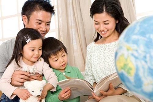 Con nghỉ học ở nhà phòng tránh virus corona, cha mẹ thi nhau chia sẻ các trò chơi cực kỳ thú vị được con hưởng ứng nhiệt tình - Ảnh 1.