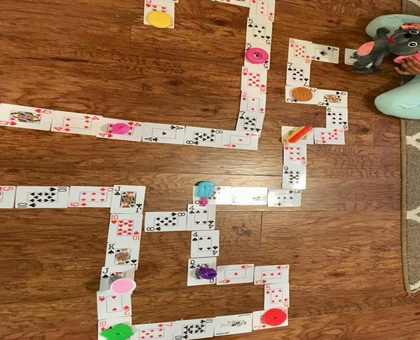 Con nghỉ học ở nhà vì virus corona, cha mẹ thi nhau chia sẻ các trò chơi - Ảnh 4.