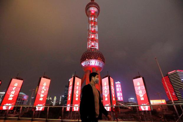 Cảnh tượng hiếm thấy: Hàng triệu người trở lại làm việc nhưng các siêu đô thị Trung Quốc vẫn chìm trong hôn mê vì dịch Covid-19 - Ảnh 13.