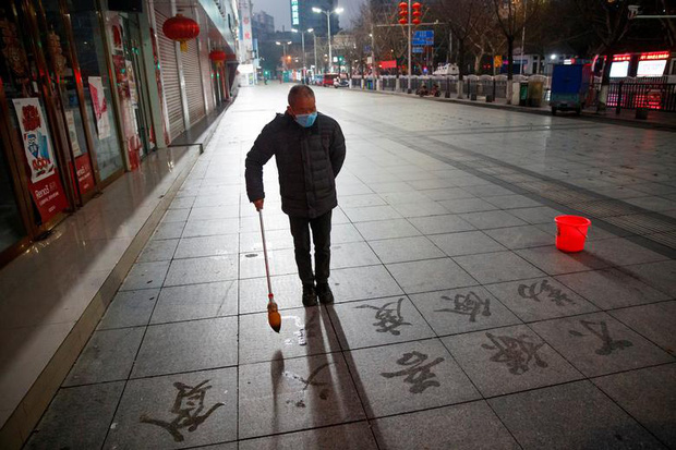 Cảnh tượng hiếm thấy: Hàng triệu người trở lại làm việc nhưng các siêu đô thị Trung Quốc vẫn chìm trong hôn mê vì dịch Covid-19 - Ảnh 10.
