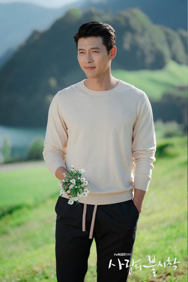 """""""Crash Landing On You"""": Bộ ảnh siêu ngọt ngào của Hyun Bin và Son Ye Jin, tiết lộ ý nghĩa loài hoa xuất hiện ở cuối phim - Ảnh 8."""
