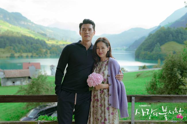 """""""Crash Landing On You"""": Bộ ảnh siêu ngọt ngào của Hyun Bin và Son Ye Jin, tiết lộ ý nghĩa loài hoa xuất hiện ở cuối phim - Ảnh 15."""