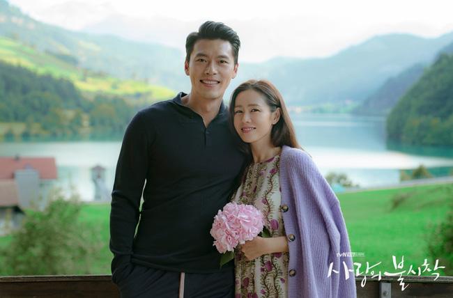 """""""Crash Landing On You"""": Bộ ảnh siêu ngọt ngào của Hyun Bin và Son Ye Jin, tiết lộ ý nghĩa loài hoa xuất hiện ở cuối phim - Ảnh 14."""