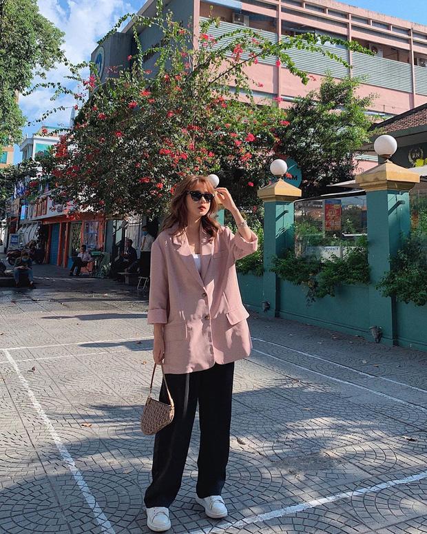 Street style hội sành mặc Instagram: Quần ống rộng càn quét mọi mặt trận, ai diện chân cũng dài đến nách - Ảnh 4.