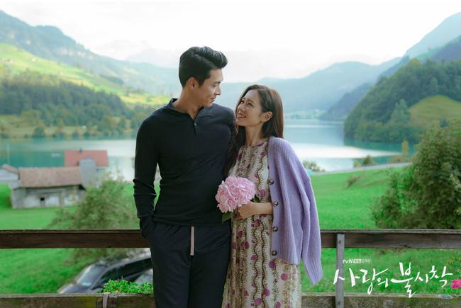 """""""Crash Landing On You"""": Bộ ảnh siêu ngọt ngào của Hyun Bin và Son Ye Jin, tiết lộ ý nghĩa loài hoa xuất hiện ở cuối phim - Ảnh 12."""