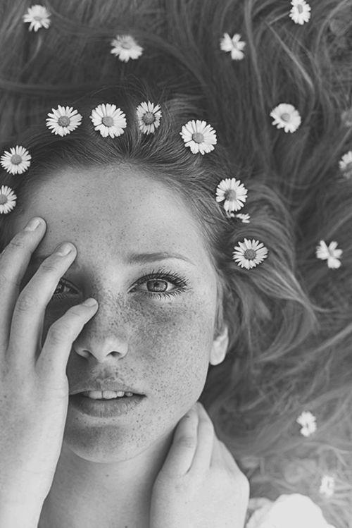 Tâm sự - Đừng dịu dàng với một người cô đơn, vì họ rất dễ động lòng...