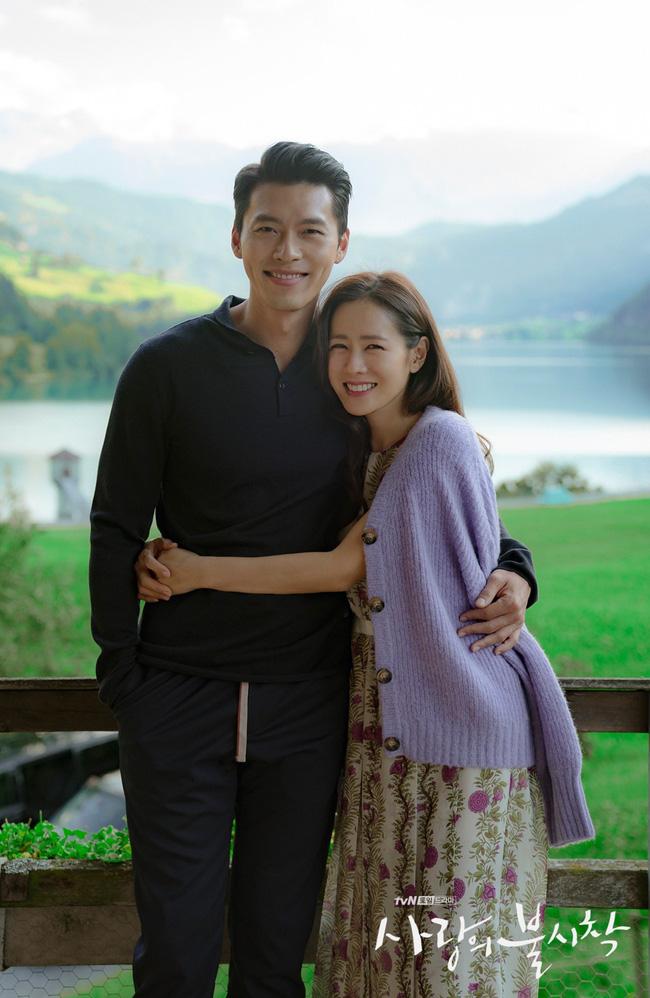 """""""Crash Landing On You"""": Bộ ảnh siêu ngọt ngào của Hyun Bin và Son Ye Jin, tiết lộ ý nghĩa loài hoa xuất hiện ở cuối phim - Ảnh 16."""