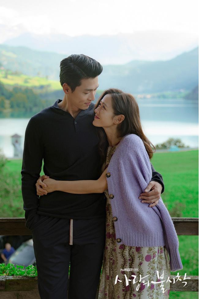 """""""Crash Landing On You"""": Bộ ảnh siêu ngọt ngào của Hyun Bin và Son Ye Jin, tiết lộ ý nghĩa loài hoa xuất hiện ở cuối phim - Ảnh 13."""
