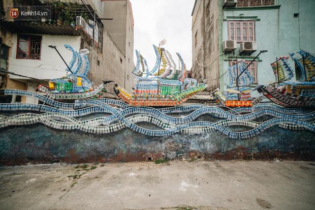Chùm ảnh: Khi bãi tập kết rác ven sông Hồng trở thành 16 tác phẩm nghệ thuật đương đại - Ảnh 1.