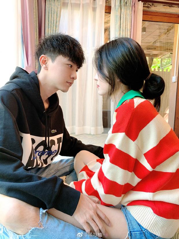 Vợ chồng ngày càng trẻ đẹp thế này, bảo sao danh hiệu gia đình hot nhất MXH Trung Quốc 4 năm rồi không ai soán được - Ảnh 9.