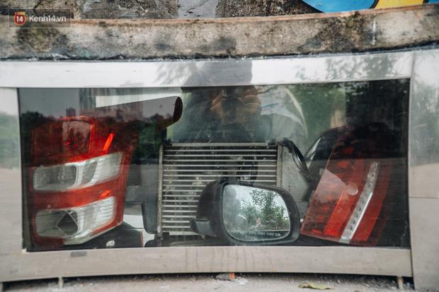 Chùm ảnh: Khi bãi tập kết rác ven sông Hồng trở thành 16 tác phẩm nghệ thuật đương đại - Ảnh 12.