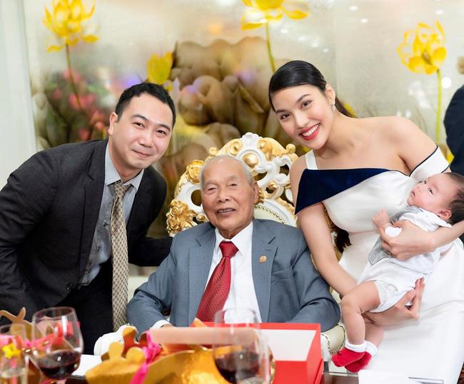 Những cậu ấm cô chiêu nhà đại gia Việt: Vừa lọt lòng đã ngậm thìa vàng, đi xế sang, ở biệt thự triệu đô, còn tự kiếm ra tiền - Ảnh 21.