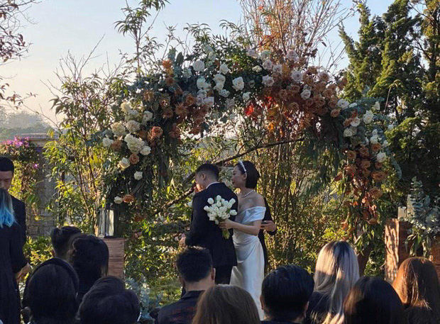Sau hôn lễ kín đáo, nhẫn cưới của Tóc Tiên và Hoàng Touliver vô tình được hé lộ: Đúng tiêu chí của vợ chồng son! - Ảnh 7.