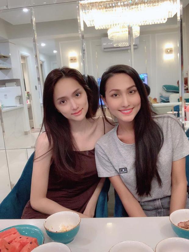 Hoài Sa hội ngộ Hương Giang trước giờ G chinh chiến tại Miss International Queen 2020, nhưng vì lý do gì? - Ảnh 2.