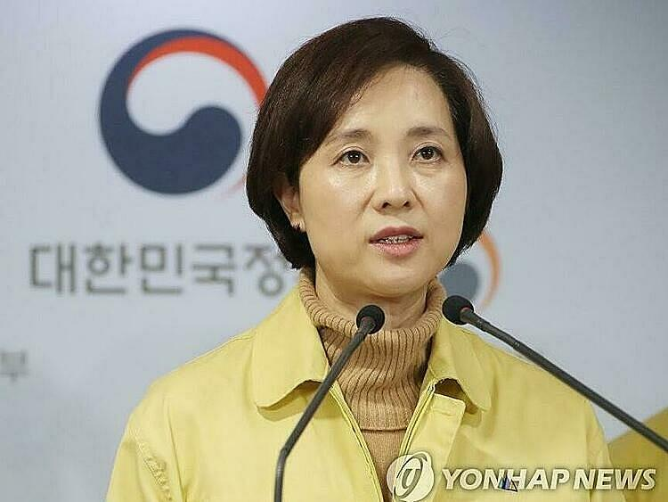 Hàn Quốc quyết định hoãn năm học mới 1 tuần vì dịch Covid-19 - Ảnh 1.