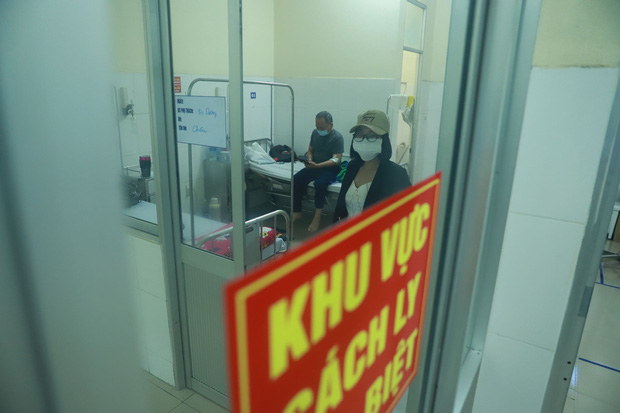 Vụ 80 người từ tâm dịch Daegu đến Đà Nẵng: 1 nam thanh niên bị sốt, 20 khách Hàn Quốc tạm chấp nhận cách ly tại bệnh viện - Ảnh 6.