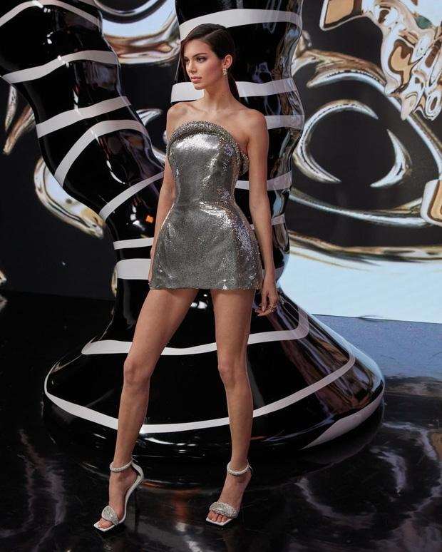 Kendall Jenner gây bão với loạt ảnh sự kiện: Chân dài đẹp nhất nhà Kardashian đẹp ná thở, nhưng đôi chân quá đáng lo - Ảnh 3.