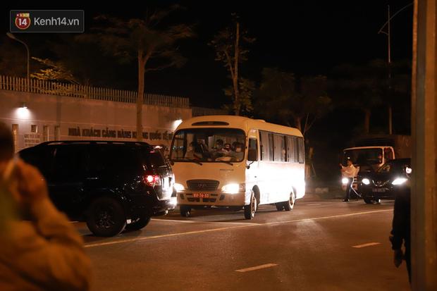 Ảnh: Nhóm khách từ tâm dịch Daegu Hàn Quốc đến Đà Nẵng đã lên máy bay trở về nước ngay trong đêm - Ảnh 4.