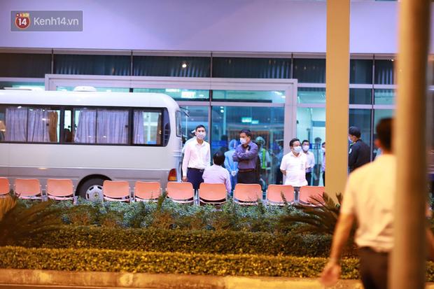 Ảnh: Nhóm khách từ tâm dịch Daegu Hàn Quốc đến Đà Nẵng đã lên máy bay trở về nước ngay trong đêm - Ảnh 8.