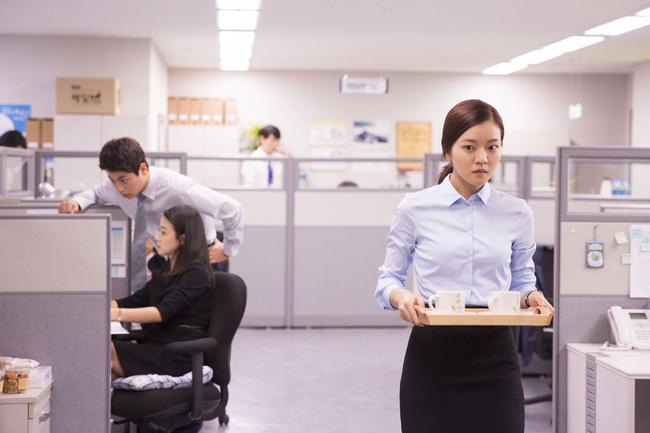 Từ quản lý bị giáng xuống làm nhân viên khi nhảy việc, nàng công sở đăng đàn hỏi: Nên đi hay ở? - Ảnh 2.