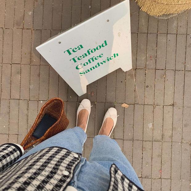 Xin giới thiệu đến chị em kiểu giày búp bê hot nhất lúc này, diện với quần jeans hay váy vóc cũng đều đẹp mê - Ảnh 2.