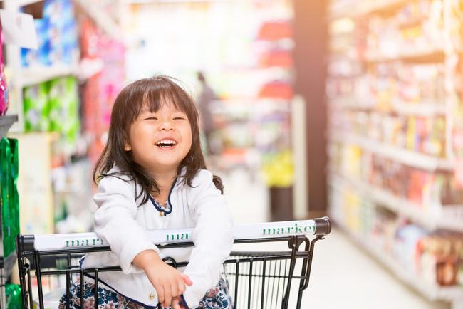 """Con cứ đòi sờ nắn khắp hoa quả trong siêu thị đến là phiền, mẹ bực mình cho bé bài học """"không thể nào quên"""" khiến ai nấy phải """"ngả mũ thán phục""""  - Ảnh 6."""