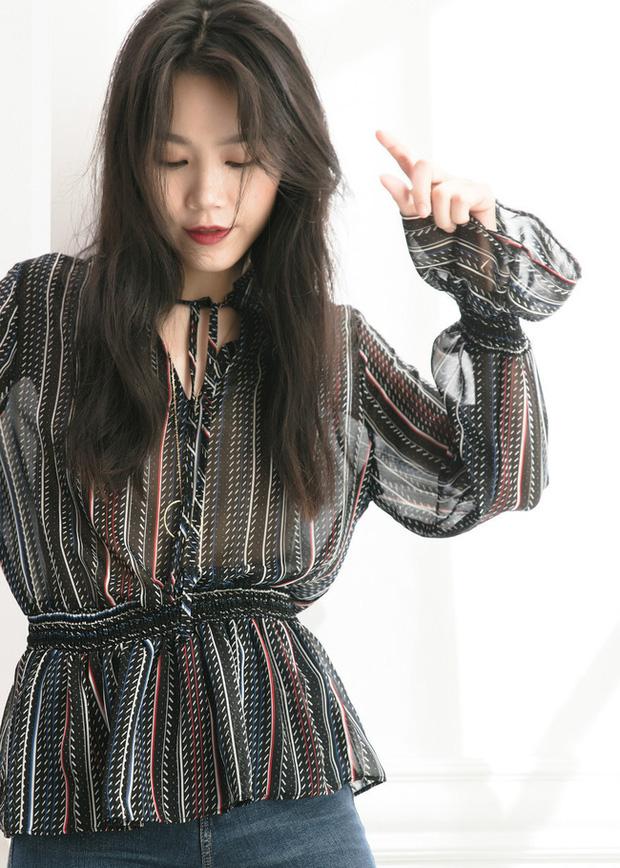 Áo blouse kiểu quý tộc đang được hội chị em sao Hàn mê mệt, bánh bèo là thế nhưng lên đồ lại sang chảnh khó tin - Ảnh 2.