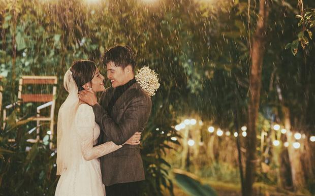 Ngắm trọn loạt ảnh cưới của cặp Người ấy là ai: Từ ướt át đến tái hiện lại khung cảnh nơi anh gặp em - Ảnh 10.