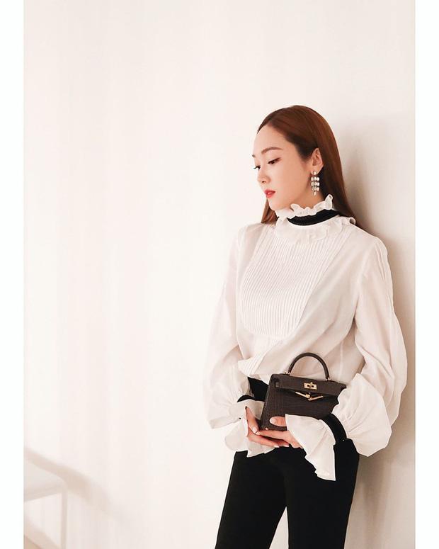 Áo blouse kiểu quý tộc đang được hội chị em sao Hàn mê mệt, bánh bèo là thế nhưng lên đồ lại sang chảnh khó tin - Ảnh 7.