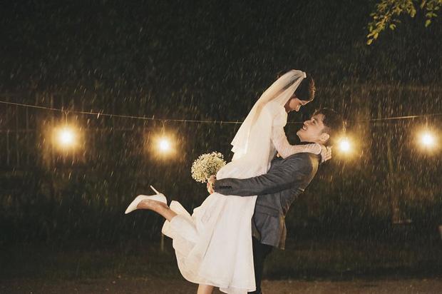 Ngắm trọn loạt ảnh cưới của cặp Người ấy là ai: Từ ướt át đến tái hiện lại khung cảnh nơi anh gặp em - Ảnh 4.