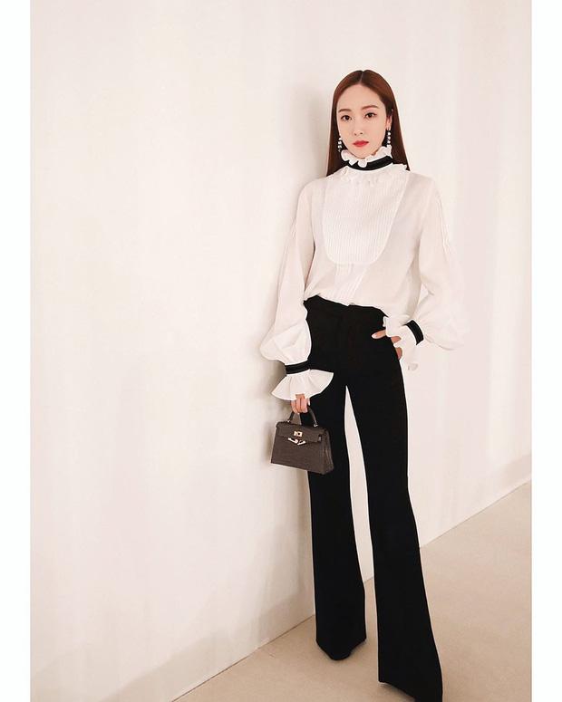 Áo blouse kiểu quý tộc đang được hội chị em sao Hàn mê mệt, bánh bèo là thế nhưng lên đồ lại sang chảnh khó tin - Ảnh 8.
