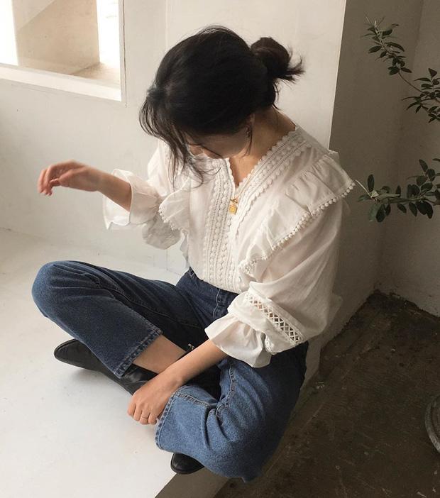 Áo blouse kiểu quý tộc đang được hội chị em sao Hàn mê mệt, bánh bèo là thế nhưng lên đồ lại sang chảnh khó tin - Ảnh 3.