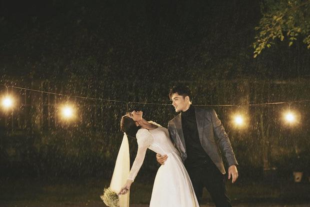 Ngắm trọn loạt ảnh cưới của cặp Người ấy là ai: Từ ướt át đến tái hiện lại khung cảnh nơi anh gặp em - Ảnh 6.